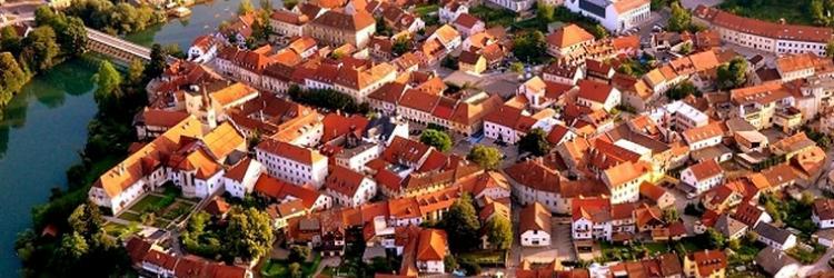 https://busticket4.me/db_assets/images/blog_cover/novo-mesto-grad-na-pola-puta-izmedju-ljubljane-i-zagreba-111317-750x250.jpg