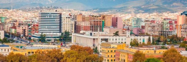/db_assets/images/blog_cover/tirana-grad-mercedesa-i-sarenih-fasada-98421-750x250.jpg